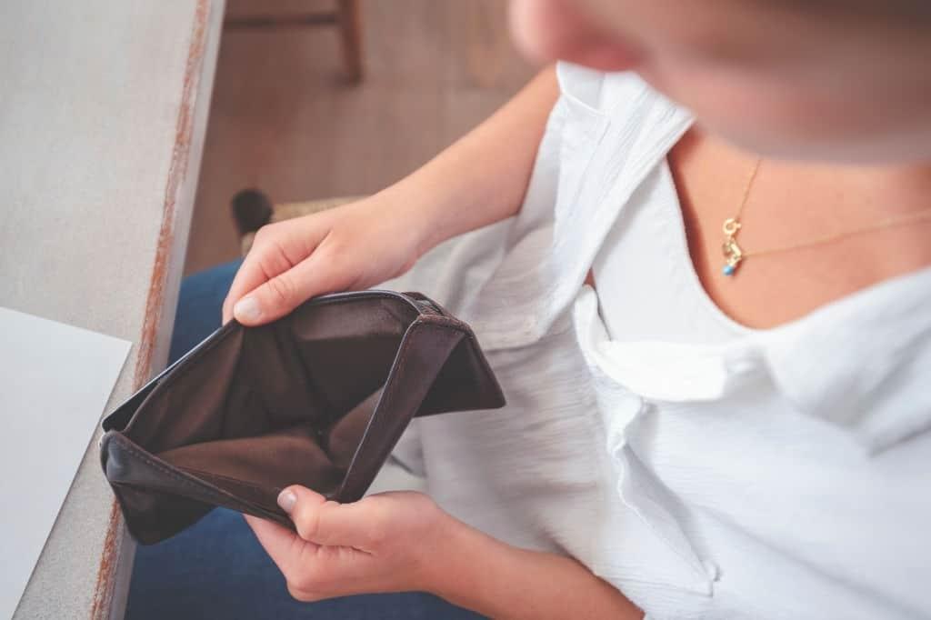 Puedes reclamar microcrédito Moneyman si aplica intereses abusivos.