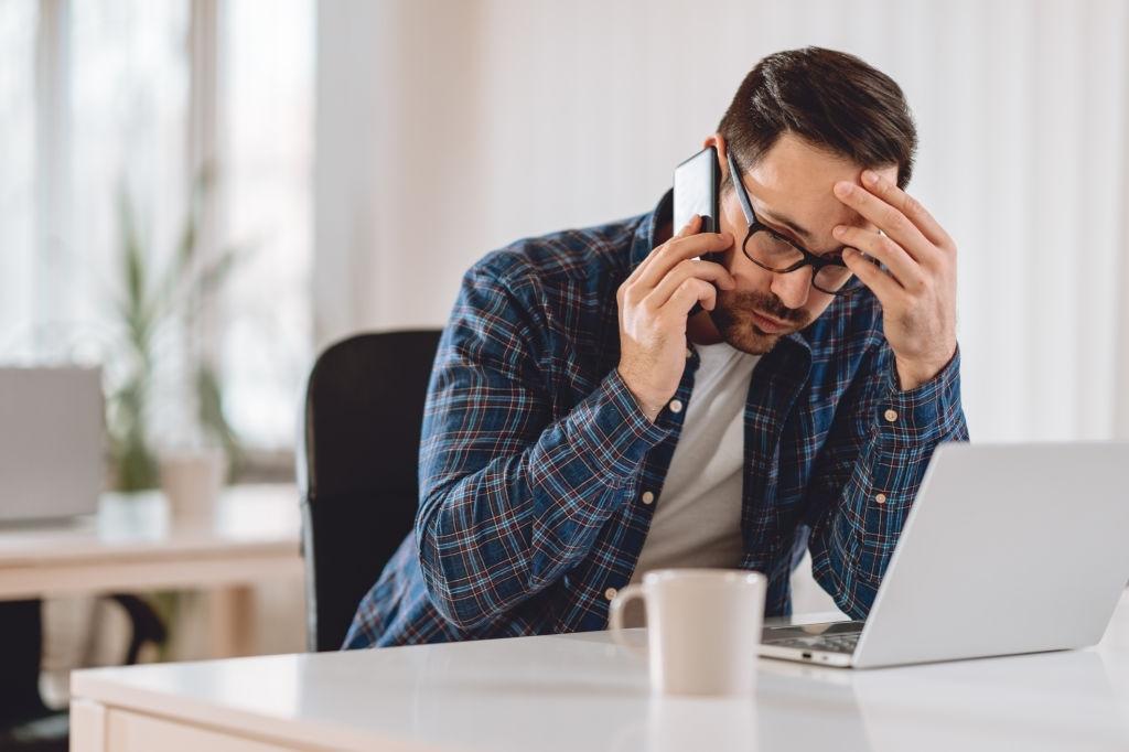Una causal de denuncia es el acoso telefónico