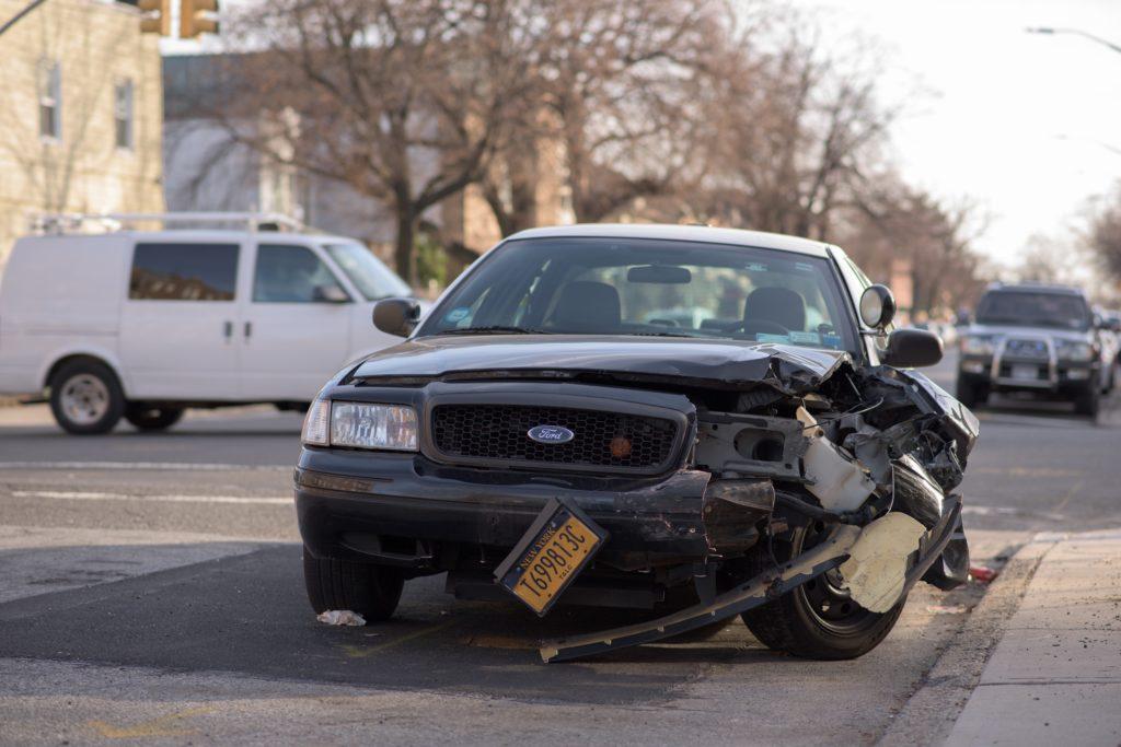 Coche involucrado en un accidente de tránsito cubierto por un seguro de coche estando en ASNEF
