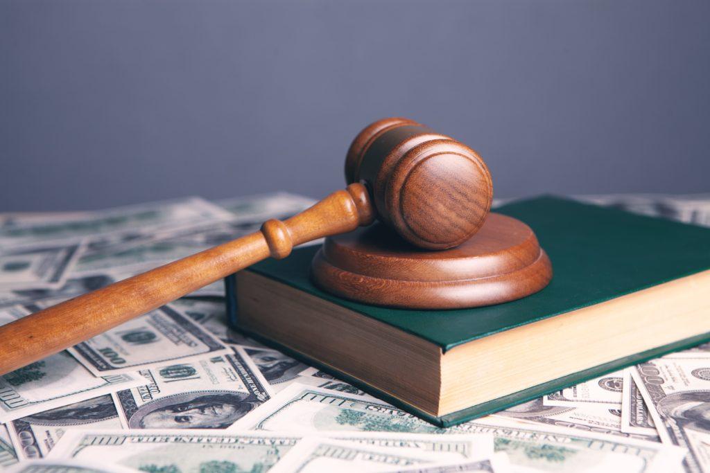 Martillo de juez sobre la Ley de Segunda Oportunidad